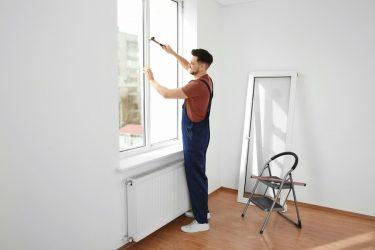 تعویض شیشه پنجره؛ آیا باید پنجره خود را تعمیر یا جایگزین کنید؟