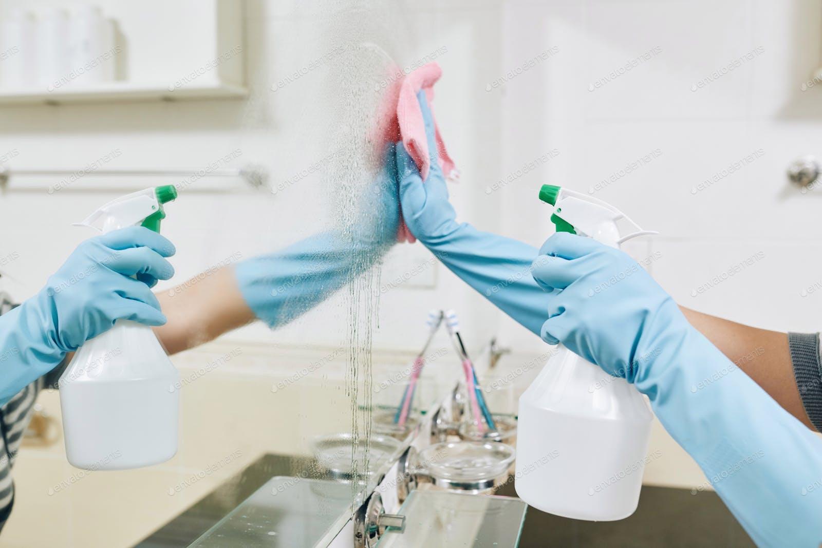 تمیز کردن کف صابون از سطح آینه