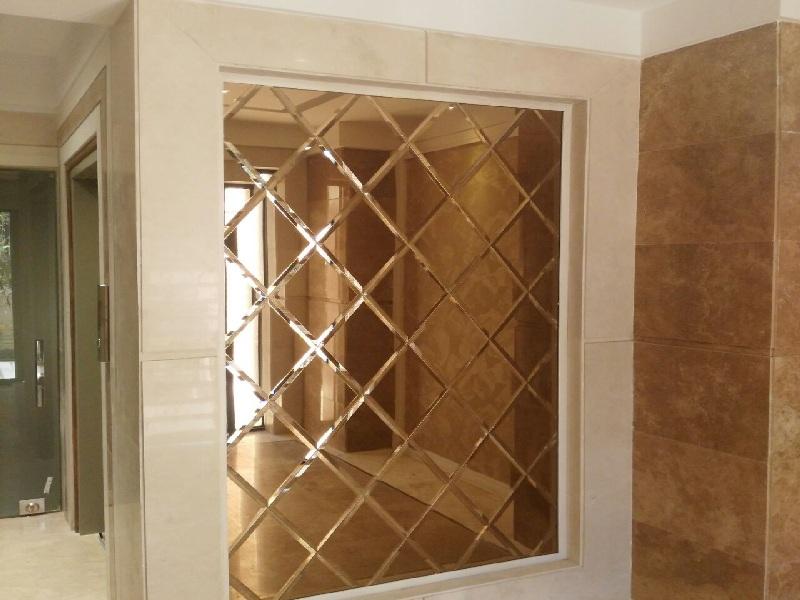 آینه برنز در آپارتمان
