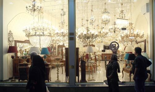 آینه های کریستالی در مغازه