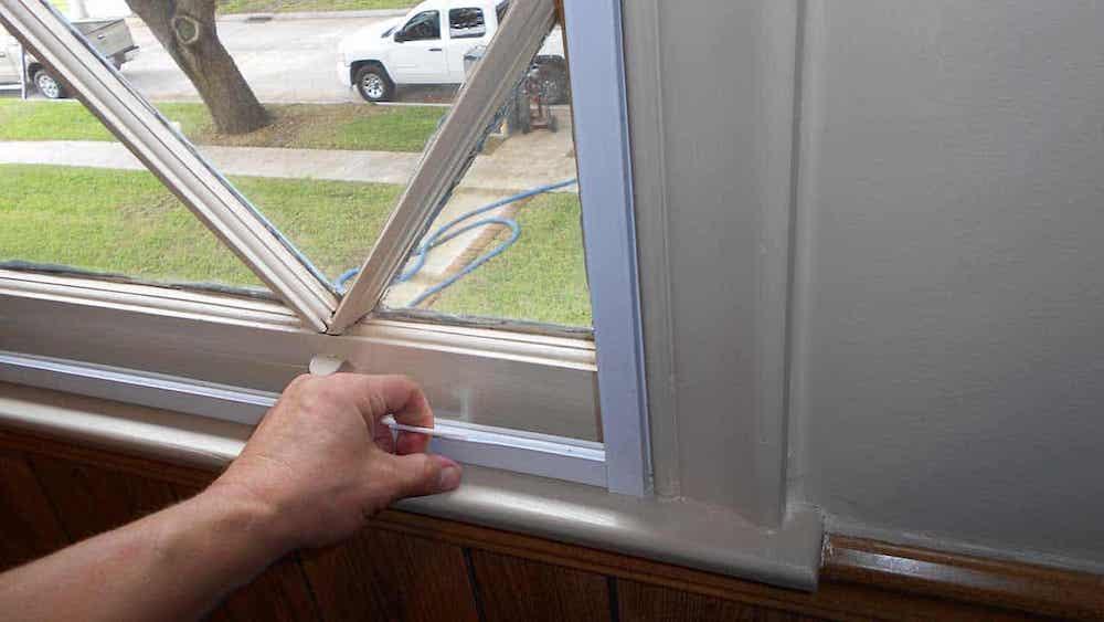 راه گرفتن درز پنجره