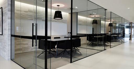 فضای مناسب فریم پارتیشن شیشه ای
