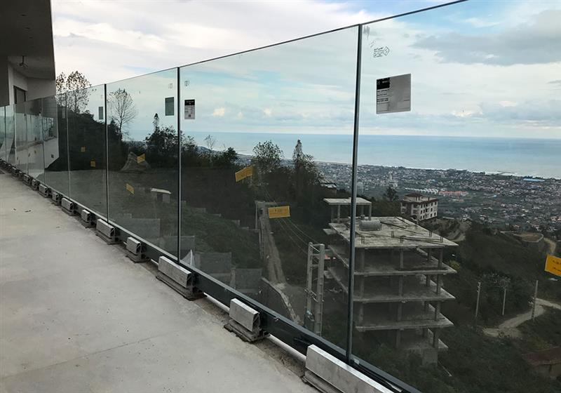 کاربردها و انواع جان پناه های شیشهای