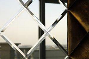 قیمت خدمات شیشه کاری