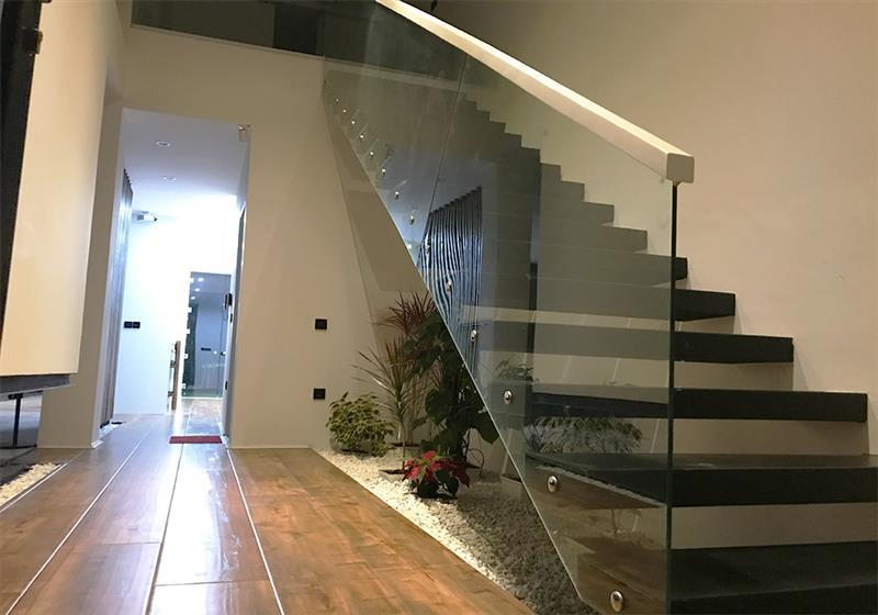 نرده راه پله برای دکوراسیون داخلی خانه