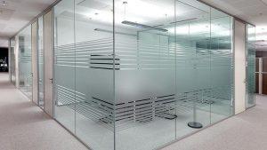 مزایا و معایب نصب شیشه هوشمند در زمستان