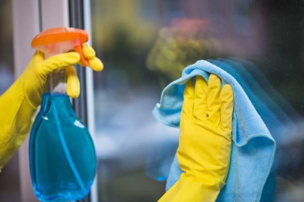 پاک کردن انواع شیشه در خانه تکانی