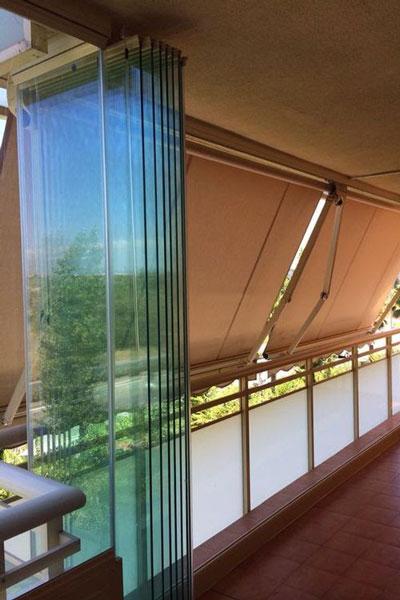 ساختار شیشه های بالکن ریلی و تاشو