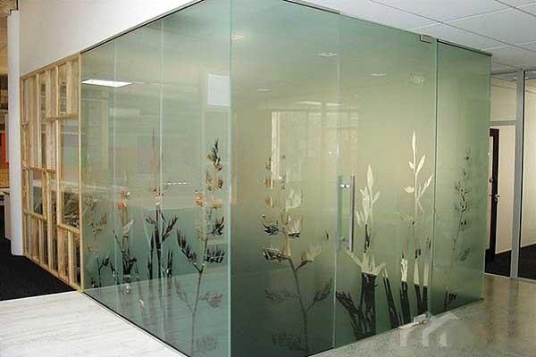 کاربرد شیشه سندبلاست در پنجره دوجداره