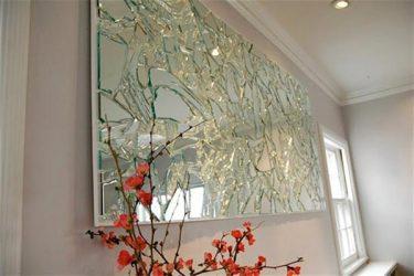 شیشه های شکسته در خانه